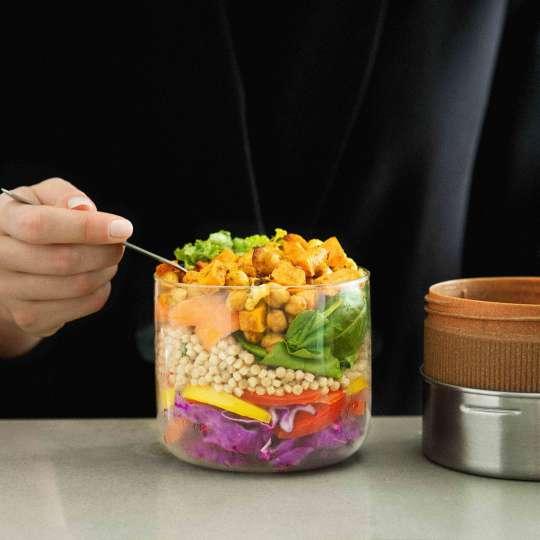 black+blum Snackschale aus Glas und Edelstahl inkl. Deckel aus Recyclingmaterial