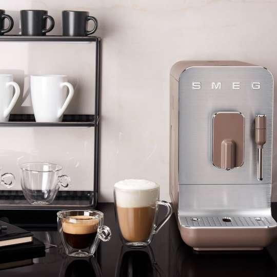 SMEG - Kaffeevollautomat BCC02TPMEU taupe - Küche 2