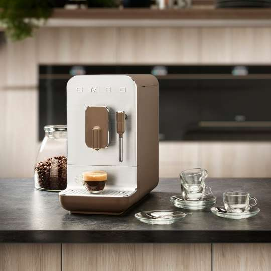 SMEG - Kaffeevollautomat BCC02TPMEU taupe - Küche 3