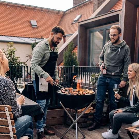 Höfats - Grillen mit der Bow auf dem Balkon