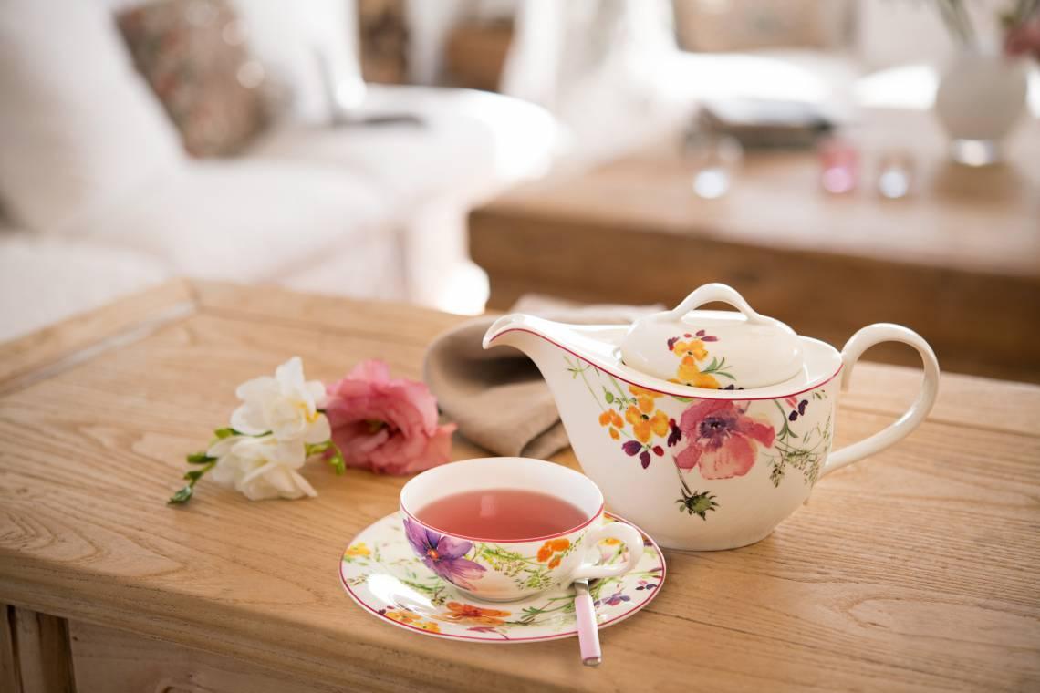 Villeroy und Boch Mariefleur Tea Teetasse mit Untertasse und Teekanne Milieu