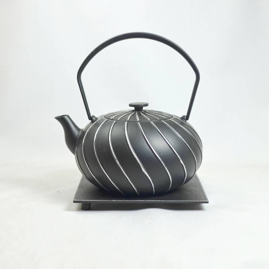 JA-UNENDLICH: Teekannen aus Gusseisen, Bauhaus, Modell Nami, 1,0 l, mit Untersetzer