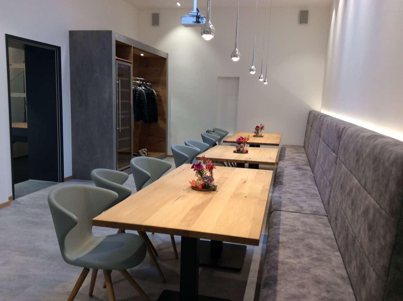 stilvoll und modern neues firmengeb ude f r gefu trendxpress. Black Bedroom Furniture Sets. Home Design Ideas