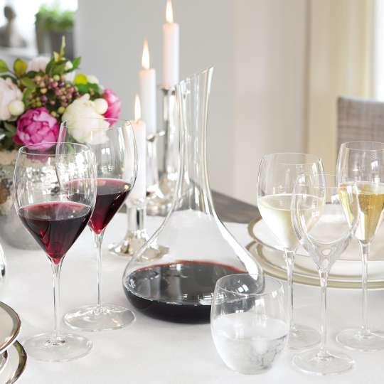 Fink Living Festliche Gläser vor Kerzen und Rosen