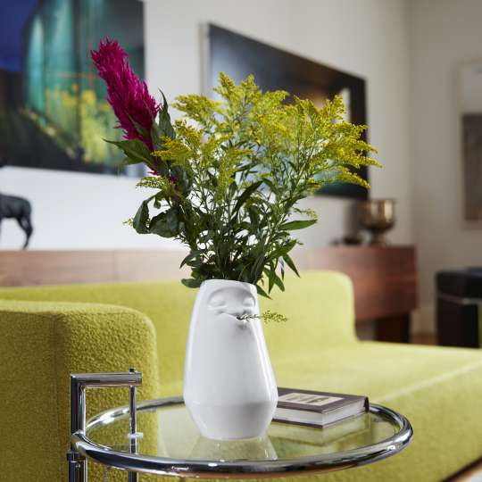 58 Products Blumenvase - Entspannt und amüsiert