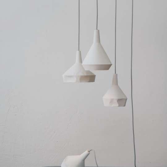 Die Leuchten von Dua sind nicht aus Papier, sondern aus Beton gefertigt