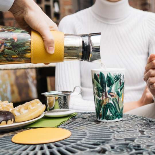 Eigenart: Porzellan-Teebecher Teaeve / Dekor 'Rainforest', Mood Frau, Outdoor 1