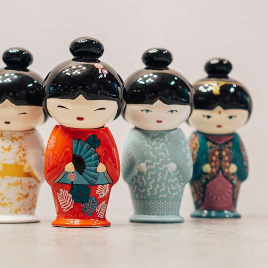 Eigenart Little Family TEAFAN Keramikpüppchen mit integriertem Teesieb Gruppe