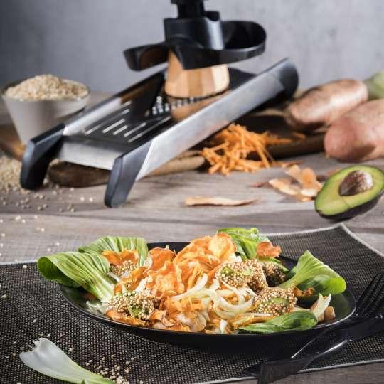Rezept GEFU - Süßkartoffelsalat mit Pak Choi mit knusprigen Avocado Chips - hoch