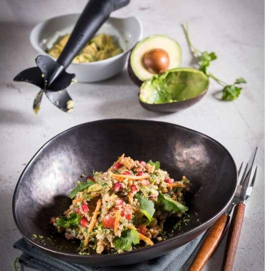 Quinoa-Avocado-Salat mit Granatapfelkernen und Walnüssen von GEFU