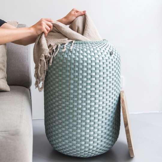 Beistelltisch Halo High - handgeflochten aus recyceltem Kunststoff, Farbe eucalyptus, Mood 2