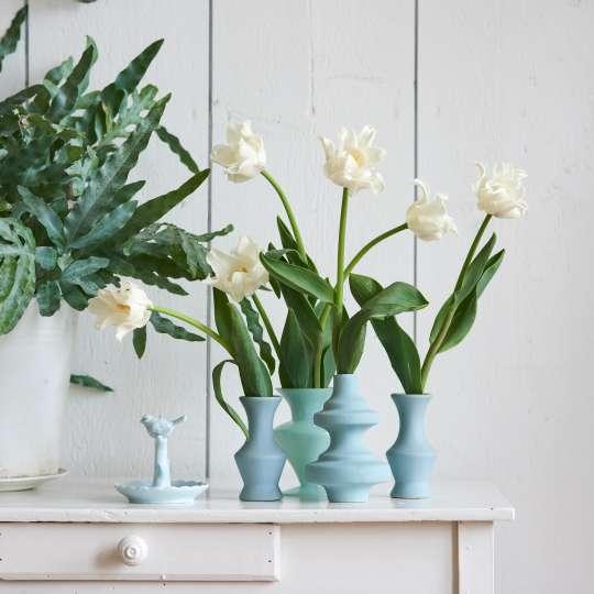 Harmonische Gestaltung mit weißen Tulpen