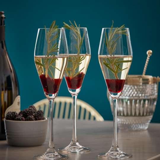 Le Creuset Fine Dining Drinks Cabinet Sektkelch Brombeer-Rosmarin-Sparkler