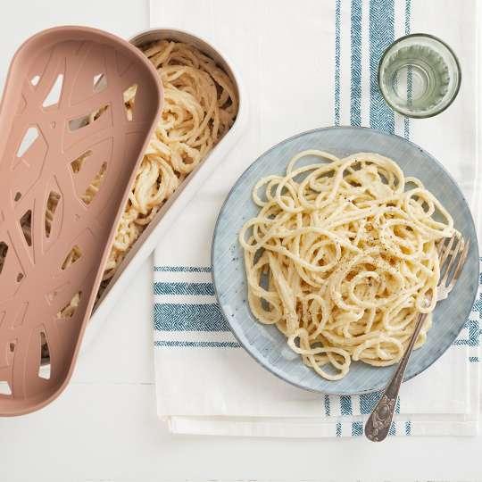 Lekue - Quick Pasta Cooker - Spaghetti serviert