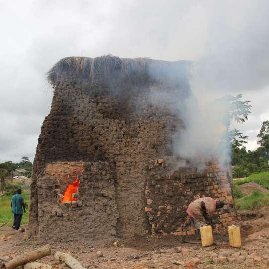 Römertopf: der Brick, Milieu, Firing Uganda