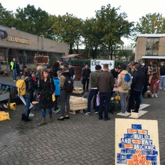 Römertopf: der Brick, Strasse