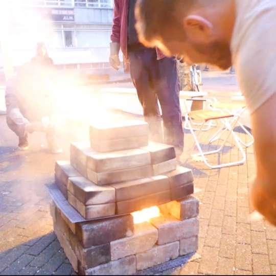 Römertopf: der Brick, gestapelt mit Feuer