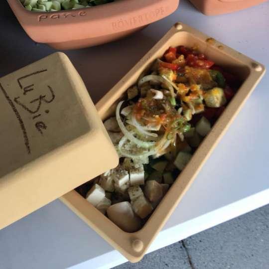 Römertopf: der Brick mit Gemüse