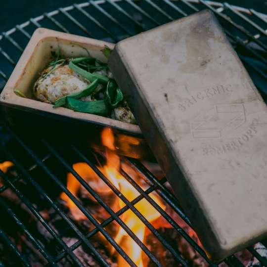 Römertopf: der Brick, Grill, Milieu