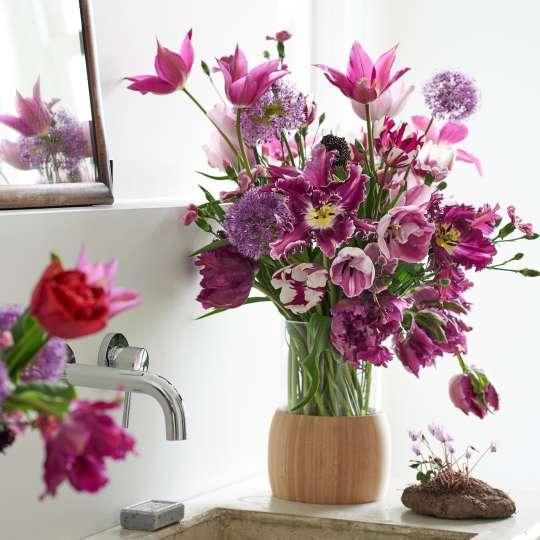 Romantischer Strauß aus pinken Tulpen