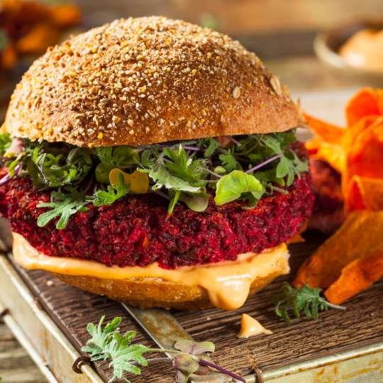 Vegetarischer Rote Bete - Quinoa Burger von REEH