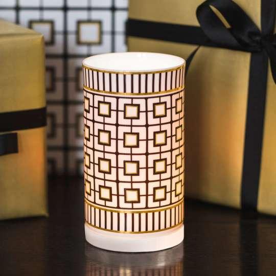 MetroChic Vase weiss vor goldfarbener Schachtel