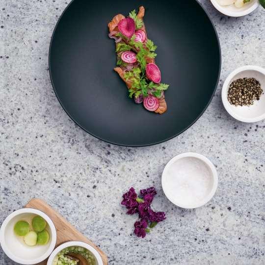 Villeroy & Boch - Rezept Zwischengericht - Ceviche vom Lachs mit Limonensauerrahm