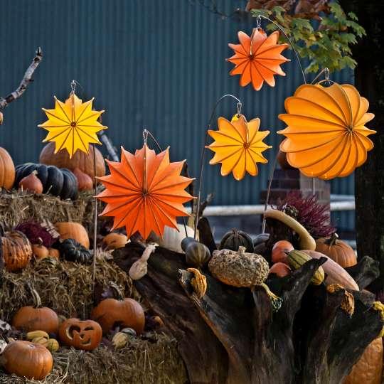 Barlooon: der wetterfeste Lampion, orange, dekoriert mit Kürbissen / Mood 2