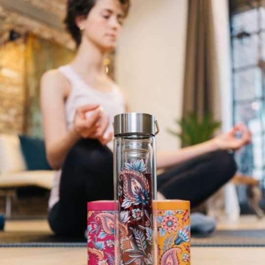 Eigenart: 'Fireflower' – Mood Yoga hoch / Flowtea Glasflasche, Teedosen