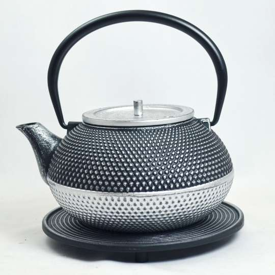 JA-UNENDLICH: Teekanne aus Gusseisen, Modell Kobu, 1,2 l, mit Untersetzer