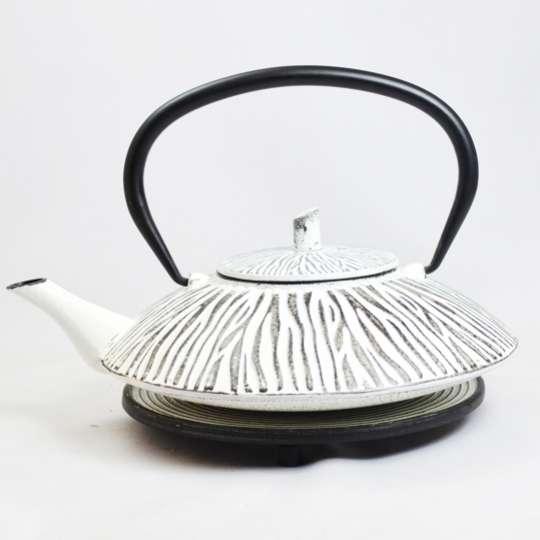 JA-UNENDLICH: Teekanne aus Gusseisen,  Modell Shimauma, 1,0 l, mit Untersetzer