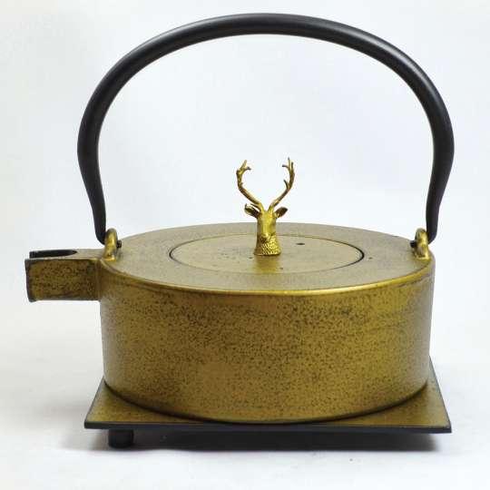 JA-UNENDLICH: Teekanne aus Gusseisen,  Modell Heii na, 0,8 l, Deckelknopf Hirsch, gold