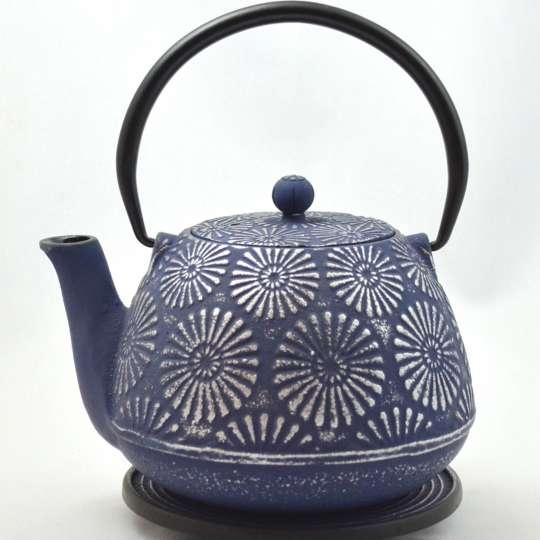 Blumig und Maritim: Teekannen von ja-unendlich / Teekanne, Modell Hani, blau