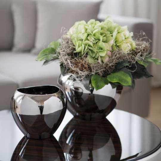 Vasen und Windlichter in neuer Formensprache