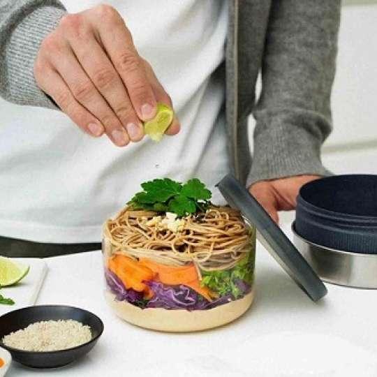 Black + Blum Stilvolle Lunchschale aus einer Glas-Edelstahl-Kombination mit Holzfaser Schutzhülle